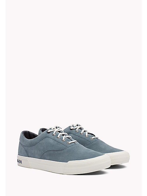 TOMMY HILFIGER Sneakers Heritage in suede - JEANS - TOMMY HILFIGER Sustainable Evolution - immagine principale