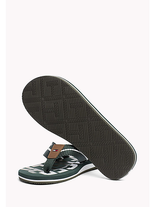 TOMMY HILFIGER Teenslipper in signature-kleuren - JUNGLE GREEN - TOMMY HILFIGER Schoenen - detail image 1