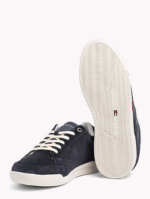 TOMMY HILFIGER Wildleder-Sneaker mit Kontrastbahnen - MIDNIGHT - TOMMY HILFIGER NEW IN - main image 1