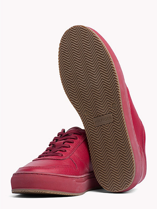 TOMMY HILFIGER Low-Cut Sneaker aus Narbenleder - SCOOTER RED - TOMMY HILFIGER NEW IN - main image 1