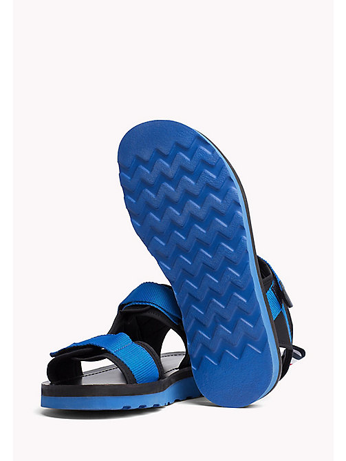 TOMMY HILFIGER ASYMMETRIC STRAP RAFTING SANDAL - SURF THE WEB - TOMMY HILFIGER Festivals Season - detail image 1