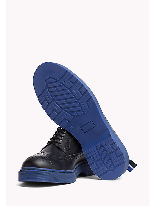 TOMMY HILFIGER Brogues in pelle con suola colorata - BLACK/SURF THE WEB - TOMMY HILFIGER Hilfiger Collection - dettaglio immagine 1