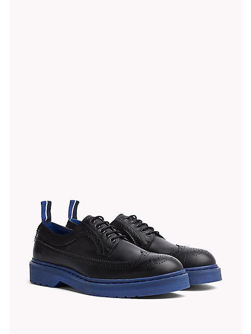 TOMMY HILFIGER Brogues in pelle con suola colorata - BLACK/SURF THE WEB - TOMMY HILFIGER Hilfiger Collection - immagine principale