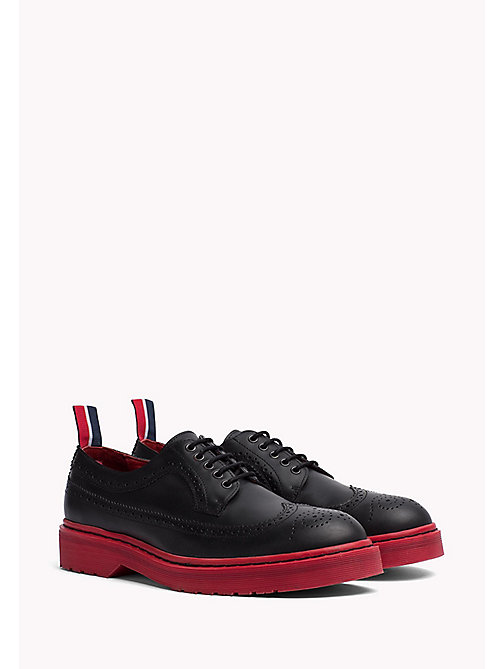 TOMMY HILFIGER Brogues in pelle con suola colorata - BLACK/BARBADOS CHERRY - TOMMY HILFIGER Hilfiger Collection - immagine principale
