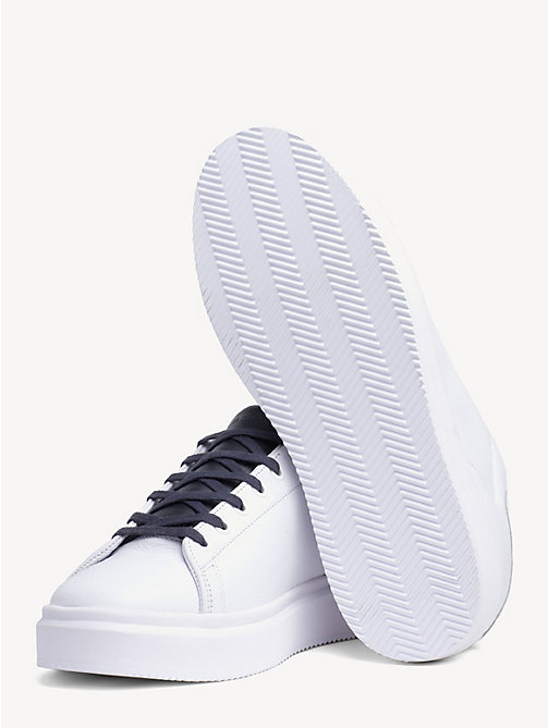 TOMMY HILFIGERSneakers in pelle Corporate. € 129 8bcaa479194