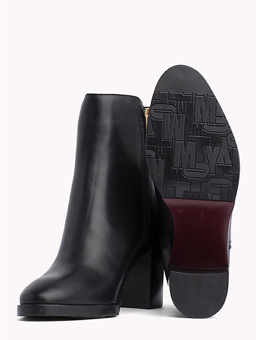 TOMMY HILFIGER Bottines monogramme à talon carré - BLACK - TOMMY HILFIGER Bottines à talon - image détaillée 1