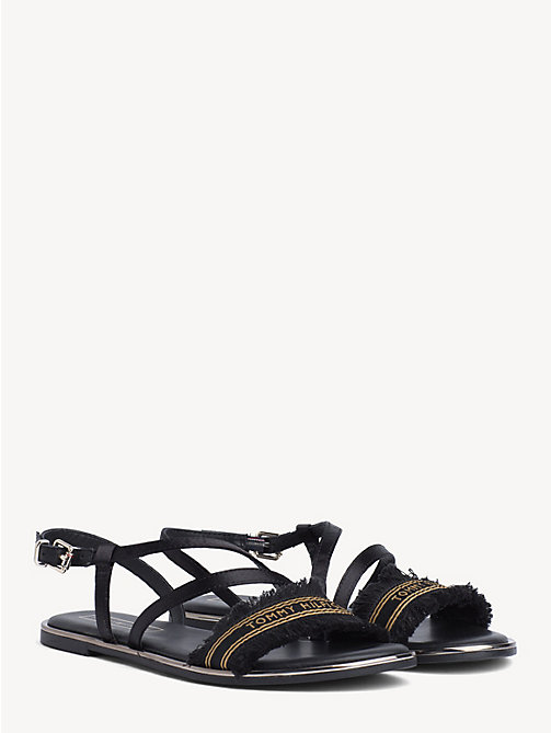 3a8bc683e55 TOMMY HILFIGERPlatte satijnen sandaal. 89,90 €
