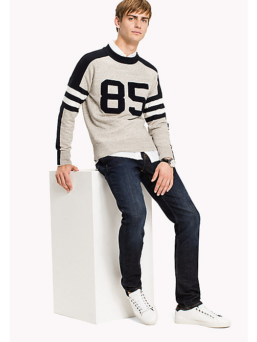 TOMMY HILFIGER Pull col rond emblématique - OYSTER GRAY HEATHER - TOMMY HILFIGER Pulls & Cardigans - image principale