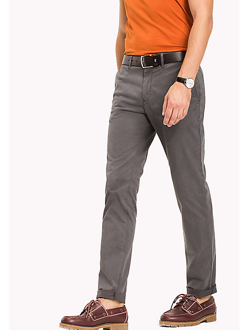 TOMMY HILFIGER Pantaloni chino slim fit in cotone stretch - MAGNET - TOMMY HILFIGER Sustainable Evolution - immagine principale