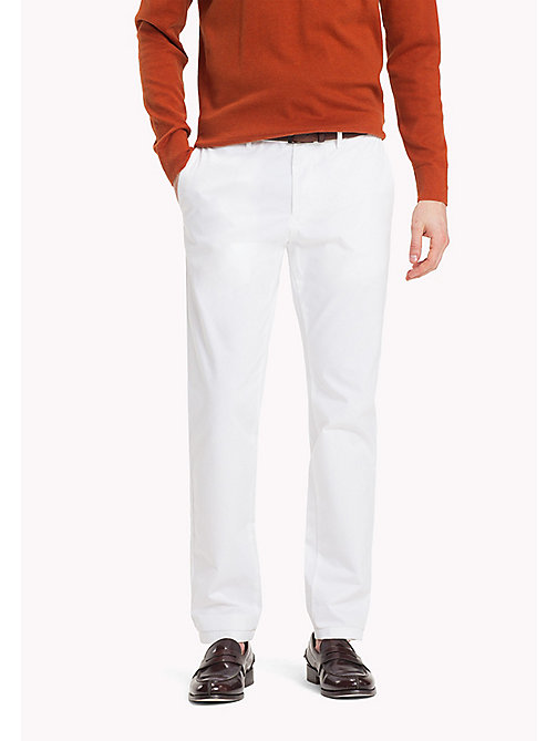 TOMMY HILFIGER Chino en coton extensible slim - BRIGHT WHITE - TOMMY HILFIGER Sustainable Evolution - image principale
