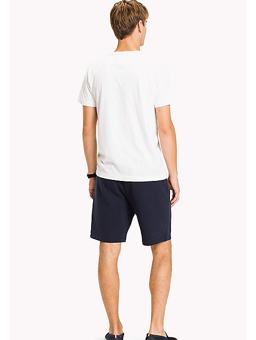 TOMMY HILFIGER T-Shirt mit Logo-Print - BRIGHT WHITE - TOMMY HILFIGER Sustainable Evolution - main image 1