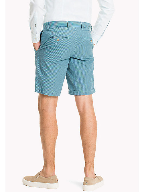 TOMMY HILFIGER Gestreifte Regular Fit Shorts aus Seersucker - SPECTRA GREEN - TOMMY HILFIGER Shorts - main image 1