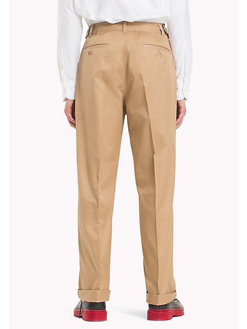 HILFIGER COLLECTION Pantaloni chino taglio comodo con cuciture a contrasto - TIGER'S EYE - HILFIGER COLLECTION Hilfiger Collection - dettaglio immagine 1