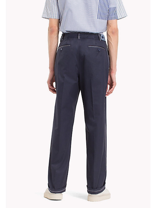 HILFIGER COLLECTION Pantaloni chino taglio comodo con cuciture a contrasto - SKY CAPTAIN - HILFIGER COLLECTION HILFIGER COLLECTION - dettaglio immagine 1