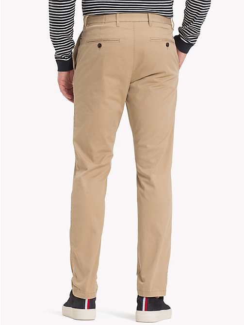 TOMMY HILFIGER Pantaloni chino in cotone biologico - BATIQUE KHAKI - TOMMY HILFIGER Sustainable Evolution - dettaglio immagine 1