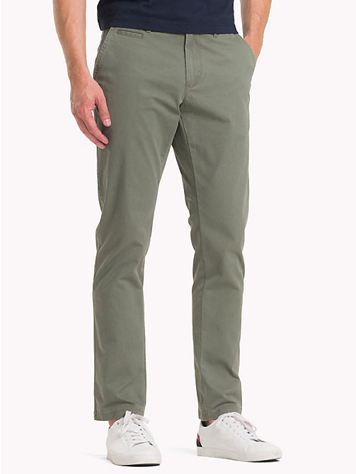 TOMMY HILFIGER Pantaloni chino in cotone biologico - DUSTY OLIVE - TOMMY HILFIGER Sustainable Evolution - immagine principale