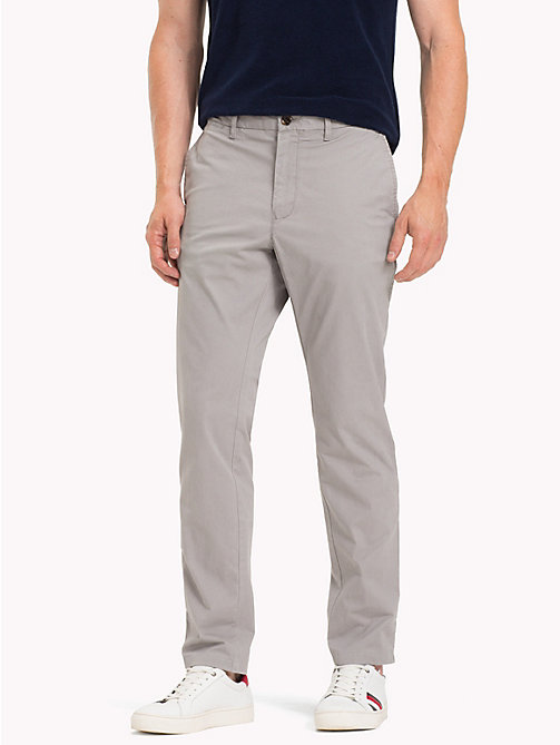 TOMMY HILFIGER Slim fit chino van biologisch katoen - CLOUDBURST - TOMMY HILFIGER Sustainable Evolution - main image