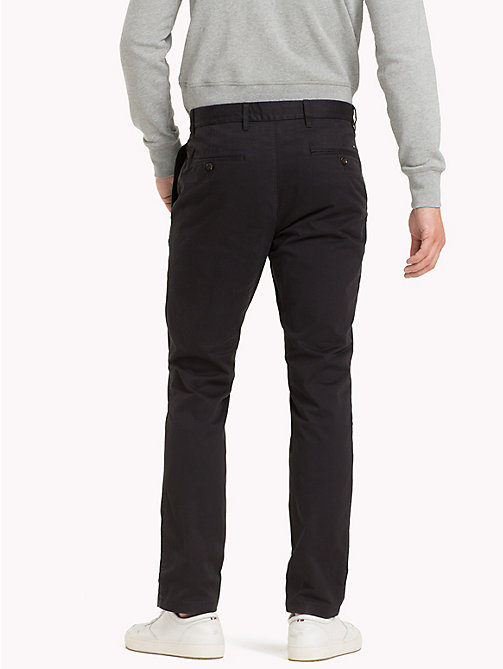 TOMMY HILFIGER Pantaloni chino slim fit in cotone biologico - JET BLACK - TOMMY HILFIGER Sustainable Evolution - dettaglio immagine 1