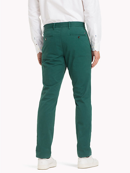 TOMMY HILFIGER Pantaloni chino slim fit in cotone biologico - FOREST BIOME - TOMMY HILFIGER Sustainable Evolution - dettaglio immagine 1