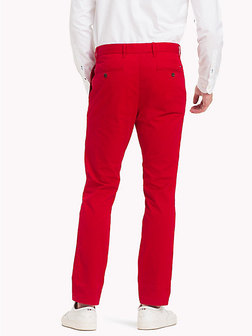 TOMMY HILFIGER Pantaloni chino slim fit in cotone biologico - HAUTE RED - TOMMY HILFIGER Sustainable Evolution - dettaglio immagine 1