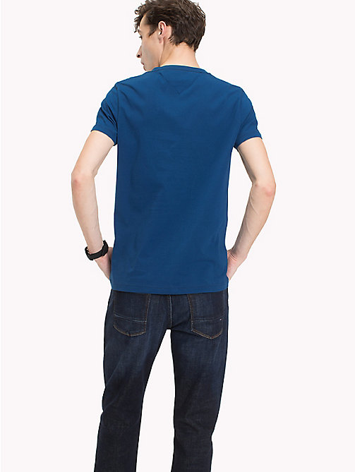 TOMMY HILFIGER T-shirt con logo Tommy Hilfiger - BLUE OPAL - TOMMY HILFIGER Looks per le vacanze - dettaglio immagine 1