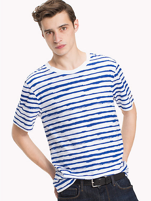 TOMMY HILFIGER T-shirt w abstrakcyjne paski - STRONG BLUE - TOMMY HILFIGER Vacation Style - main image