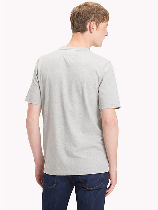 ... TOMMY HILFIGER T-Shirt mit Tommy Hilfiger-Wappen - CLOUD HTR - TOMMY  HILFIGER 37483b4c3d