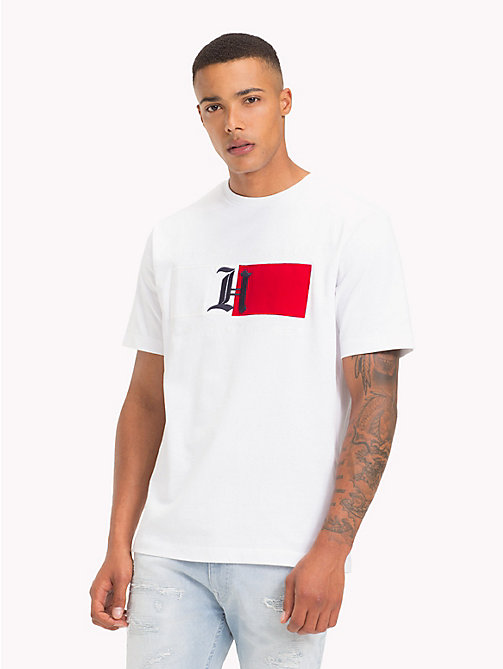 TOMMY HILFIGER Lewis Hamilton T-shirt met vlagdesign - BRIGHT WHITE - TOMMY HILFIGER TOMMY NOW HEREN - main image