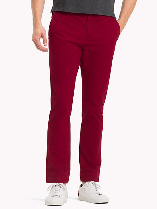 TOMMY HILFIGER Chino en coton extensible coupe droite - RHUBARB 19-1652 -  Sustainable Evolution - image principale