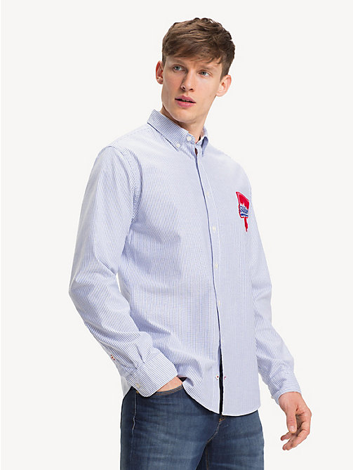 TOMMY HILFIGER Stretchkatoenen overhemd met badge - SHIRT BLUE / BRIGHT WHITE - TOMMY HILFIGER Sustainable Evolution - detail image 1