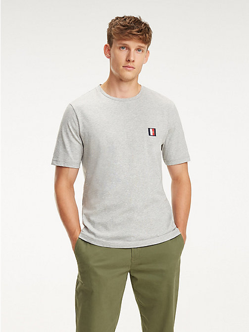 TOMMY HILFIGER Baumwoll-T-Shirt mit Monogramm-Patch - CLOUD HTR - TOMMY HILFIGER NEW IN - main image