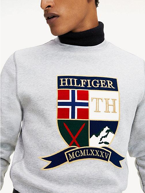 Tommy Hilfiger x Lewis Hamilton Capsule T shirt nera con logo a bandiera sul petto