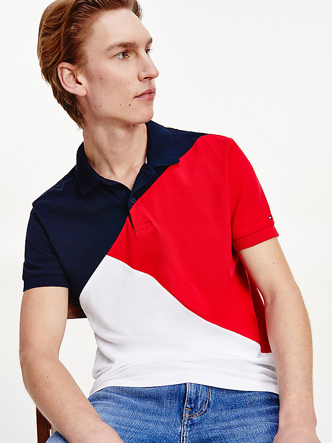 polo con motivo color block diagonale blu da uomo tommy hilfiger