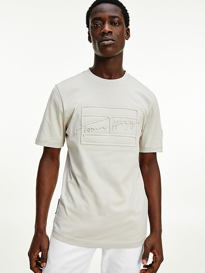 beige th signature organic cotton t-shirt for men tommy hilfiger