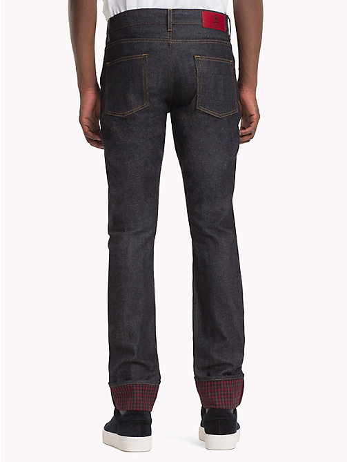 HILFIGER COLLECTION Slim Fit Jeans mit kariertem Krempelsaum - RAW INDIGO - HILFIGER COLLECTION TOMMY NOW HERREN - main image 1
