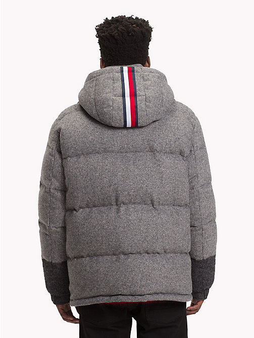 HILFIGER COLLECTION Chaqueta de plumas con logo y diseño patchwork - SILVER FOG HEATHER - HILFIGER COLLECTION TOMMY NOW HOMBRE - imagen detallada 1