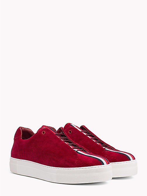 HILFIGER COLLECTION Lässiger Cord Sneaker - CABERNET - HILFIGER COLLECTION TOMMY NOW HERREN - main image
