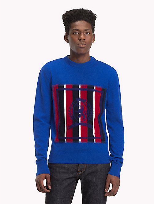 HILFIGER COLLECTION Pull à blason col ras-du-cou - SODALITE BLUE - HILFIGER COLLECTION TOMMY NOW HOMMES - image principale