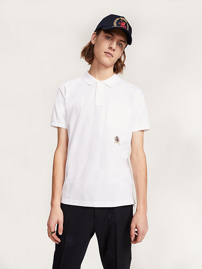 polo con escudo bordado de corte regular blanco de hombre hilfiger collection