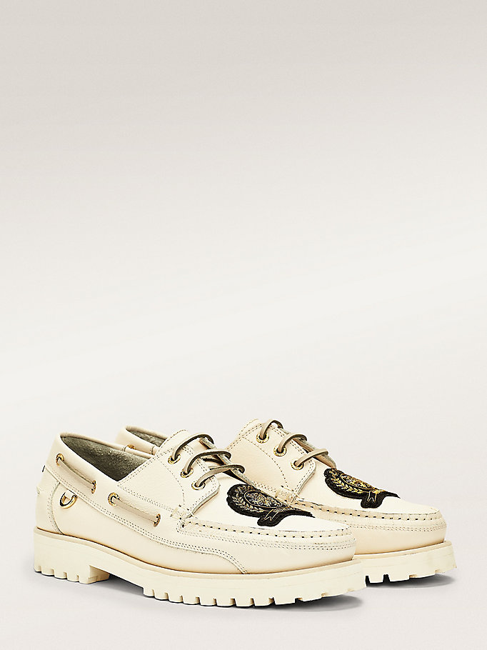 white crest embroidery chunky boat shoes for men hilfiger collection