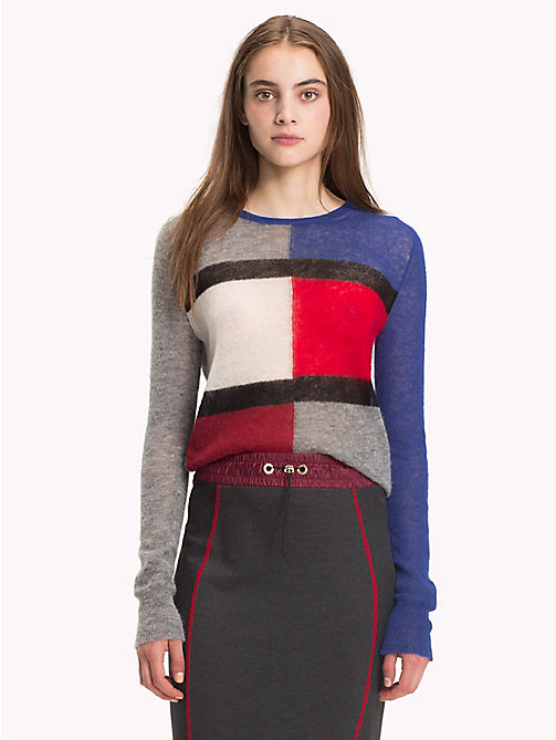 HILFIGER COLLECTION Flauschiger Pullover mit Flag - LIGHT GREY / MULTI - HILFIGER COLLECTION Hilfiger Collection - main image