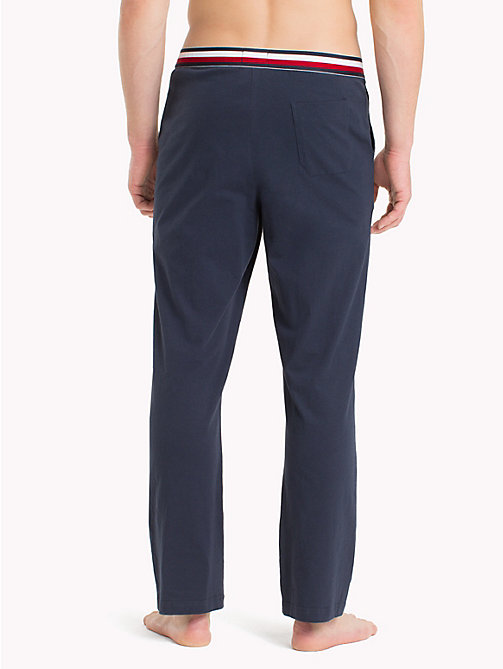 TOMMY HILFIGER Pantaloni con elastico iconico in vita - NAVY BLAZER - TOMMY HILFIGER Sustainable Evolution - dettaglio immagine 1