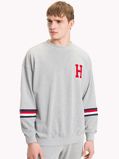 TOMMY HILFIGER Sweatshirt mit Monogramm-Logo - GREY HEATHER - TOMMY HILFIGER Sustainable Evolution - main image
