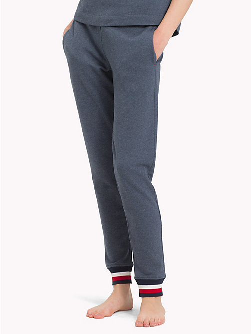 TOMMY HILFIGER Jogginghose mit Logo-Bündchen in Blockfarben - NAVY BLAZER - TOMMY HILFIGER Sustainable Evolution - main image