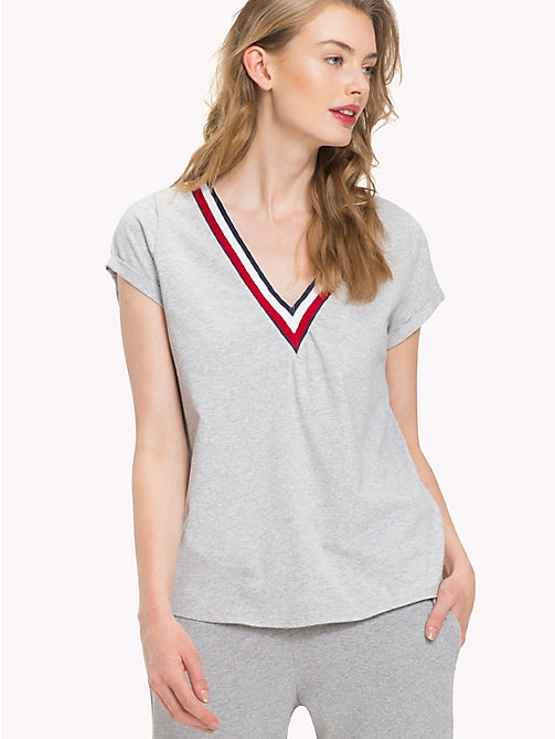 TOMMY HILFIGER T-shirt met statement V-hals - GREY HEATHER - TOMMY HILFIGER Lingerie & Zwemkleding - main image