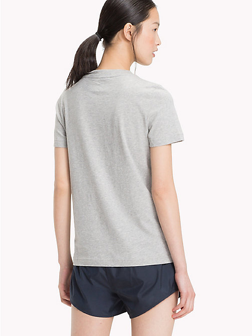 TOMMY HILFIGER Футболка с фирменным флагом - LIGHT GREY HTR - TOMMY HILFIGER Athleisure - подробное изображение 1