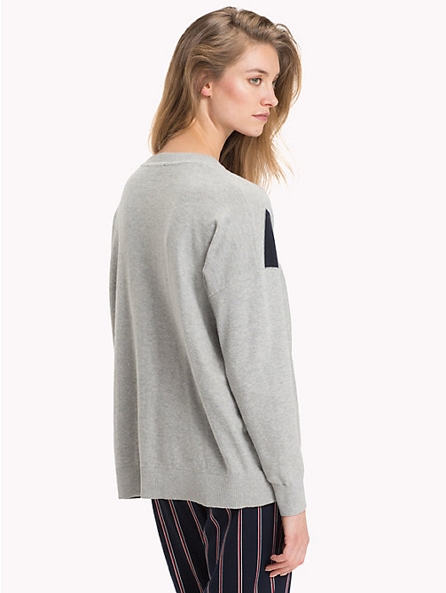 TOMMY HILFIGER Pullover aus Bio-Baumwolle - LIGHT GREY HEATHER / SKY CAPTAIN - TOMMY HILFIGER Die besten Outfits - main image 1