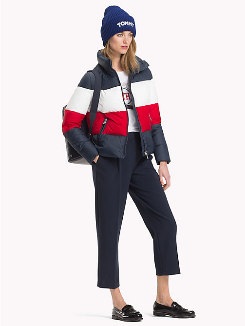 TOMMY HILFIGER Boxy Down Jacket - MIDNIGHT/ APPLE RED/ SNOW WHITE - TOMMY HILFIGER Sustainable Evolution - detail image 1