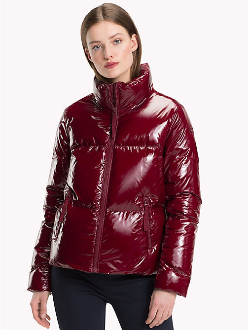 TOMMY HILFIGER Cazadora de plumas brillante - CABERNET - TOMMY HILFIGER Sustainable Evolution - imagen principal