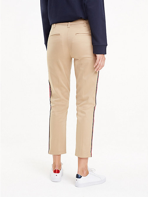TOMMY HILFIGER Signature Tape Chinos - CLASSIC CAMEL - TOMMY HILFIGER Cropped Trousers - detail image 1